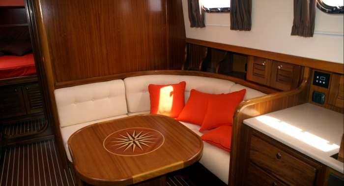My 160 menorquin yacht 160 for Mesa rinconera para cocina
