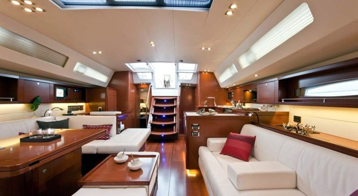 Oceanis 58 velero beneteau for Decoracion barcos interiores