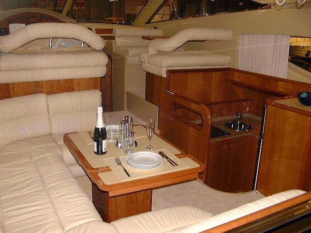 Ferretti 430 articulos de barcos a motor for Cocinas para barcos